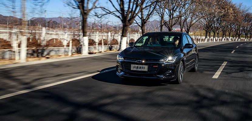 继承Monza之名,科鲁泽RS用运动诠释年轻 | 侃车·约驾
